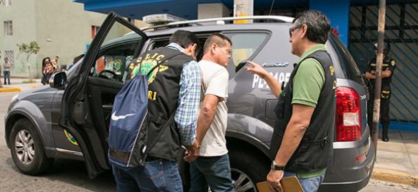 MIGRACIONES denuncia a personas que intentaron obtener pasaporte con documentación falsa