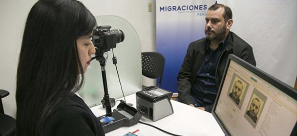 oficina de migraciones en el aeropuerto jorge ch vez