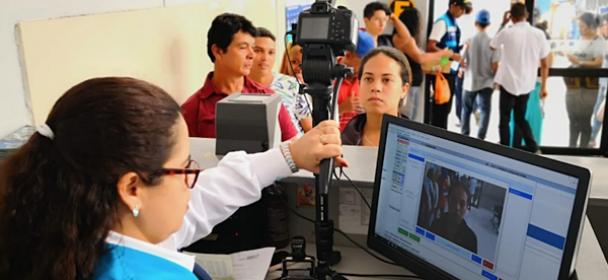 Superintendente de MIGRACIONES y delegación de eurodiputados visitaron a venezolanos en el CEBAF – Tumbes
