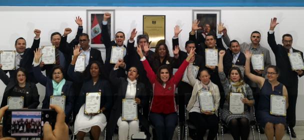 Dieciséis ciudadanos obtuvieron la nacionalidad peruana en el Día de la Bandera
